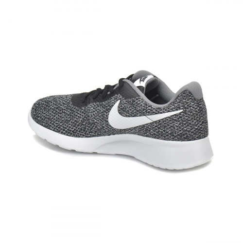 حذاء رياضي للرجال باللون الفضي من ماركة نايك