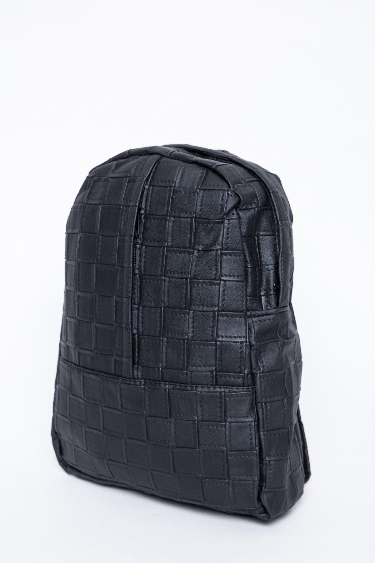 حقيبة مربعه جلدية لون اسود للظهر